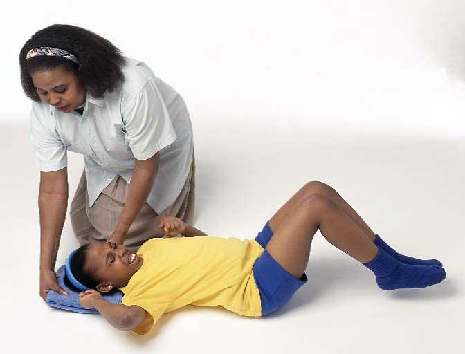 Приступ эпилепсии у девочки