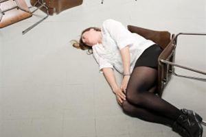 Девушка упала
